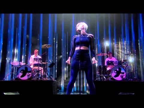 ROBYN - Dancing On My Own - Live at Oslo Spektrum - Nobel Peace Prize Concert