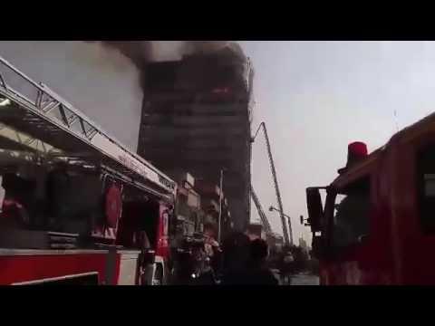 لحظة احتراق مبنى شاهق في العاصمة الإيرانية طهران
