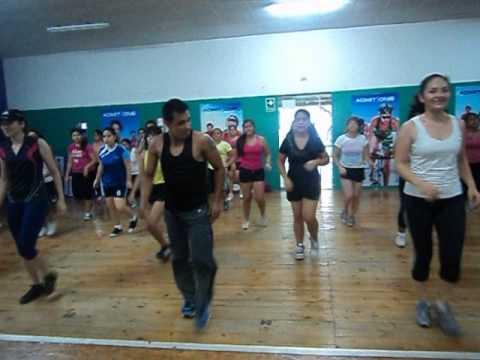 Clase de baile fitness Quebradita coreografia por Angel Guerrero Gimnasio Fitness House