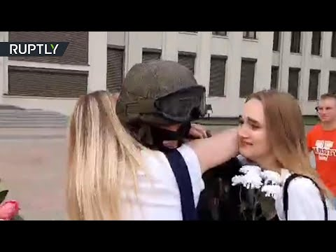 'We want peace' | Minsk protesters hug riot cops