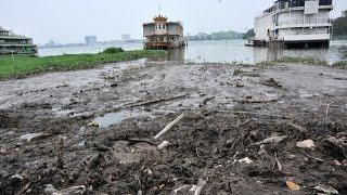 Hồ Tây hôi thối sau khi tháo dỡ du thuyền, nhà nổi