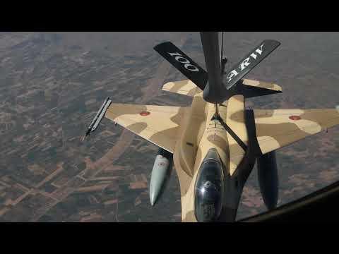 مشهد مثير..شاهد طائرة حربية مغربية تتزود بالوقود وهي في الجو