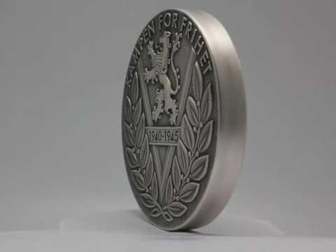 Kampen om tungtvannet hedret på massiv medalje i 1 kilo sølv