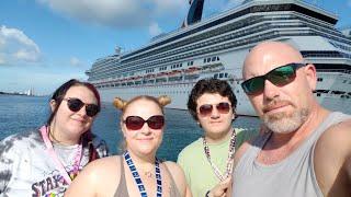 Nassau Bahamas! Favorite little hideaway eatery! Daily vlog