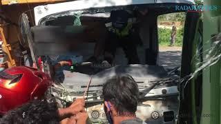MENEGANGKAN, Detik Detik Evakuasi Sopir Truk yang Terjepit | Laka di Jalan Juwana-Pati