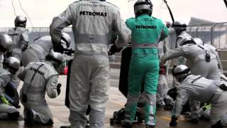 Đua xe F1 thay lốp max nhanh.
