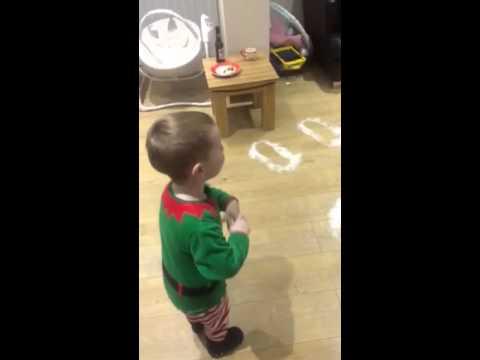 Малиов мисли дека Дедо Мраз оставил траги од чизмите носејќи му ги подароците