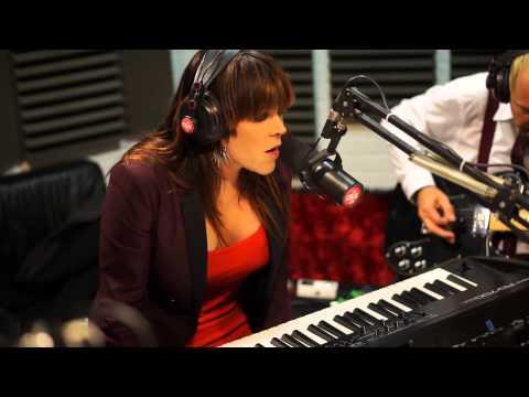 Beth Hart - Led Zeppelin Cover - Session Acoustique OÜI FM