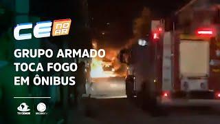 Grupo armado toca fogo em ônibus