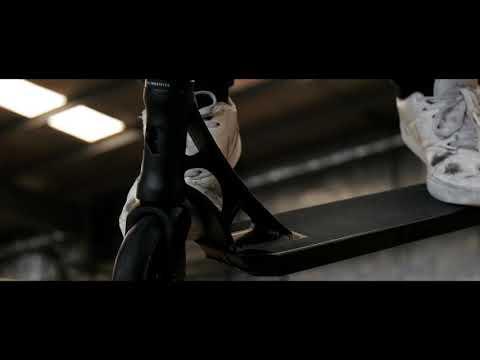 Video ROOT INDUSTRIES Trottinette freestyle LITHIUM SE LOTUS Noir
