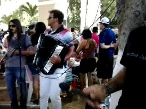 Baixar video 2013 07 25 14 30 57A Feirinha de Santana e o grande Forró Pe de Serra