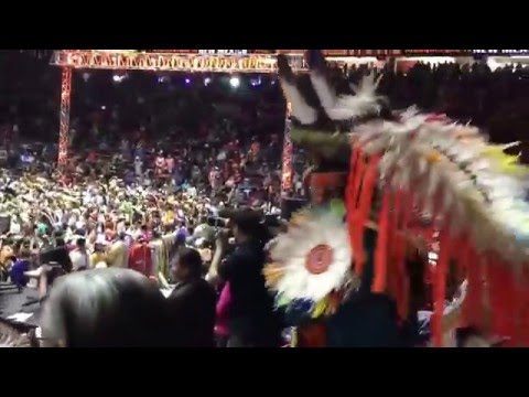 Gathering of Nations pow wow, grand entry