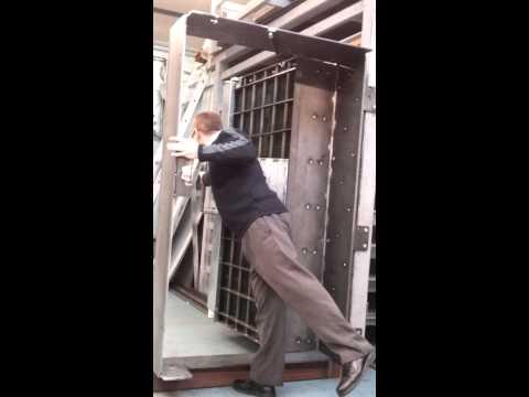 ASG escape door 28-02-2013