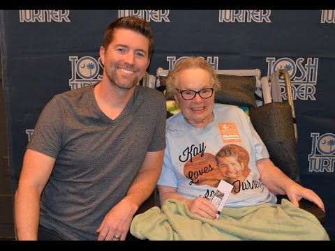 Josh Turner Dedicates a Song to Hospice Patient