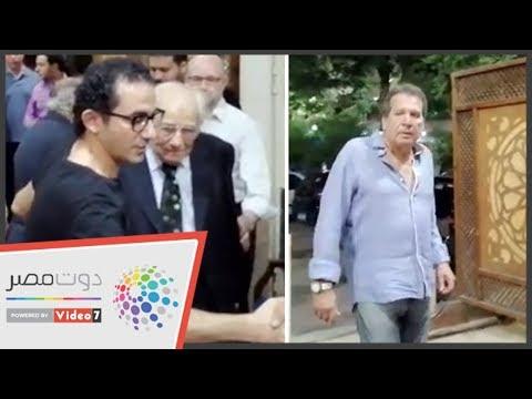 أحمد حلمى ومحمد مختار أول الحضور فى عزاء زوجة رشوان توفيق