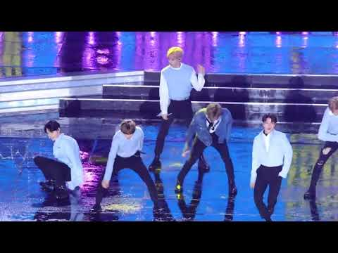 NCT: Slides and falls @ Dream Concert 2018