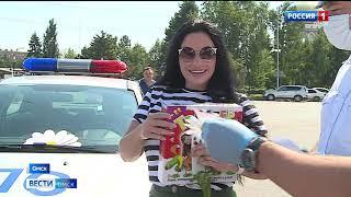 Омским водителям подарили «Ромашки безопасности»