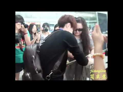 [Fancam] 120902 Forgetful Lay @ Changsha Airport