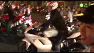 Siêu môtô g m ph  Sài Gòn m ng tuy n VN   Bóng dá