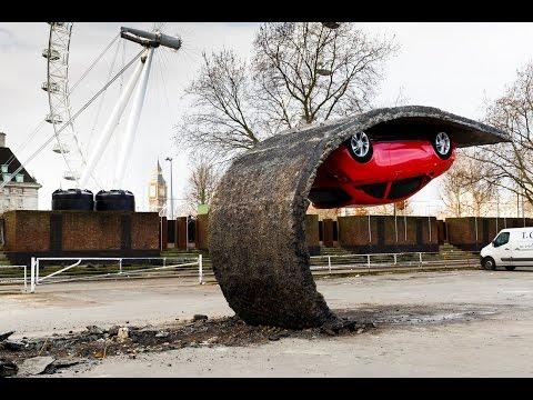 شاهد.. أول سيارة في العالم تخالف قوانين الجاذبية وتقف في الهواء!