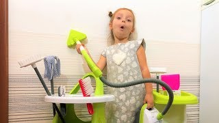 Eva helps Mommy! Kids Pretend Play with Cleaning Toys! Видео для детей!