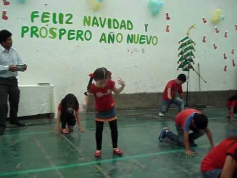 niñas bailando el teke teke en concurso