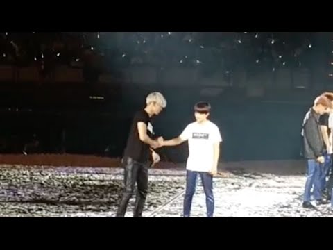 [Fancam] 150612 EXO Chanyeol & D.O. Cute Funny Moment at Taipei Concert