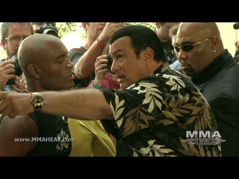Baixar UFC 148: Anderson Silva's Boxing Workout Featuring Soccer Star Ronaldo and Steven Seagal vs Feijao