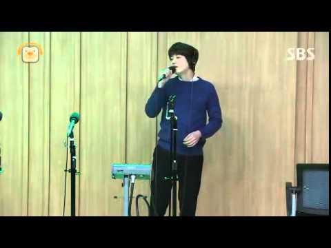 141124 컬투쇼 규현 광화문에서 라이브(kyuhyun sing at Gwanghwamun)