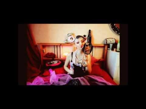 Блондинка КсЮ - Большие Девочки Не Плачут (official video)