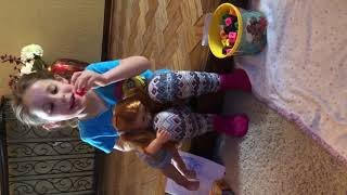 Chloe and Noah have lunch and then they go play after