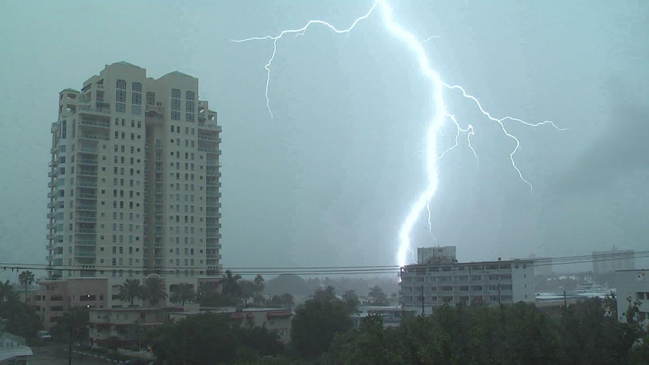 severe thunderstorms lightning