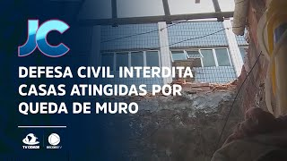 Defesa civil interdita casas atingidas por queda de muro