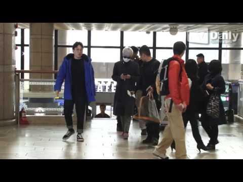 [tvdaily] ★빅뱅 탑★ '얼굴 사수하며 오르는 출국길'