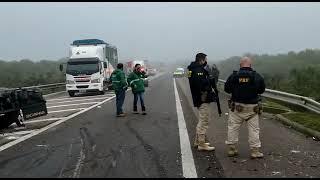 Motorista fica ferido em acidente de trânsito envolvendo três caminhões na BR 392, em Rio Grande