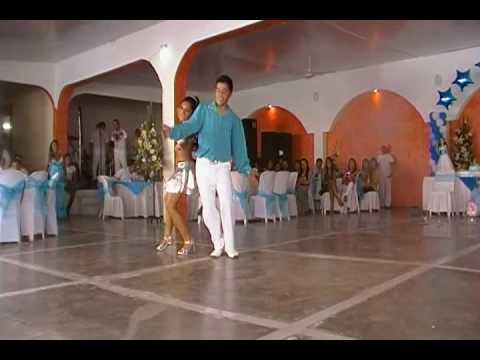 15 años lety. baile moderno cumbia.con la sonora dinamita en vivo..mpg