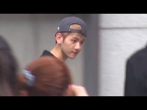 EXO-Outside SM BUILDING 130813 (2)