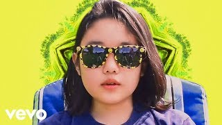 Superorganism - Everybody Wants To Be Famous (Official Video)
