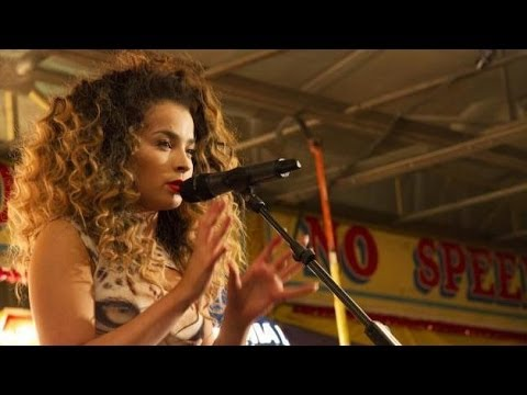 Ella Eyre - Alone Too (Live Stripped Back Version)