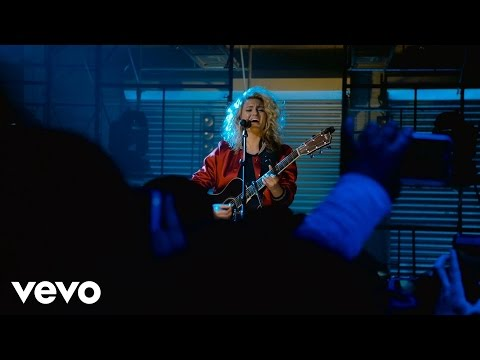 Tori Kelly - Hollow (Live at The Year In Vevo)