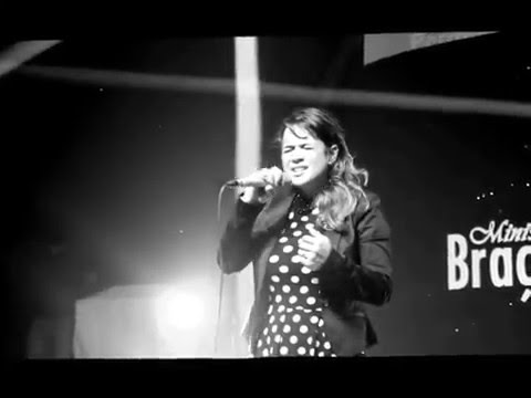 Baixar De Deus - Daniela Araújo (Ao Vivo)