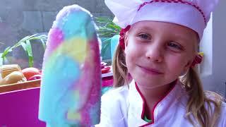 Alicia y papá juegan y hacen una burbuja de Slime