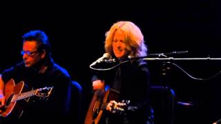Allison Moorer - Mama Let the Wolf In