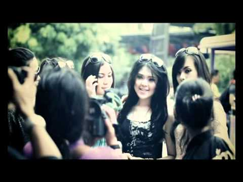 TINA WITH D'GIRLS CINTA BUTA (2012)