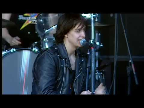 The Strokes - 12:51 (T In The Park 2006) (9)