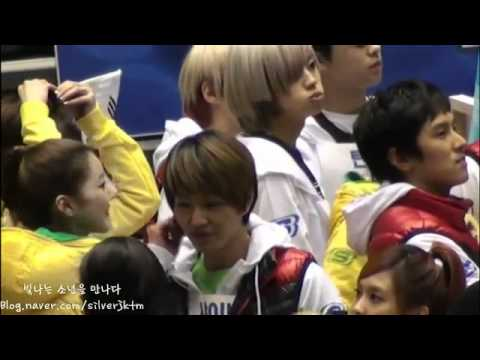 [fancam] f(x) Luna Whispers / Screams in SHINee's Onew's ear & Playing 온룬
