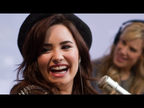 Baixar Demi Lovato Debuts Heart Attack PART 2 | Interview | On Air with Ryan Seacrest