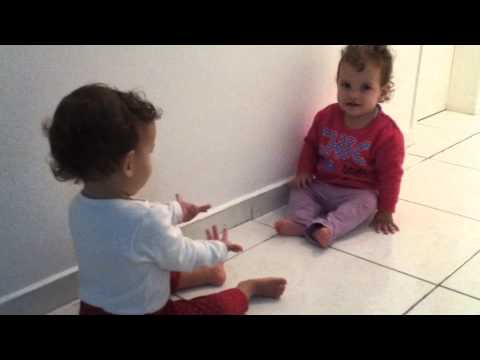 Baixar Gêmeas brincando de Adoleta