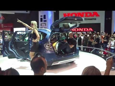 Baixar Rolling In The Deep dentro de um Honda Fit - 27º Salão do Automóvel