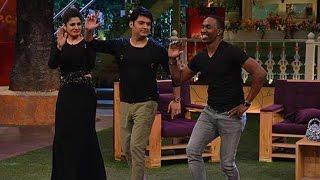 Dwayne Bravo dancing with Kapil Sharma on 'Ankhiyon se gol..